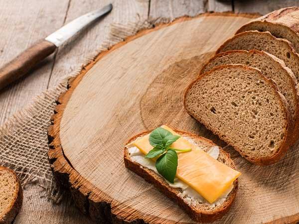 チーズを乗せたパン