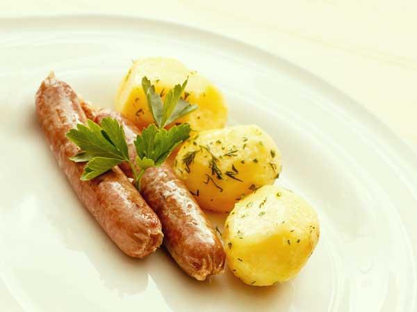 ドイツ人の主食ともいえるジャガイモとソーセージ料理