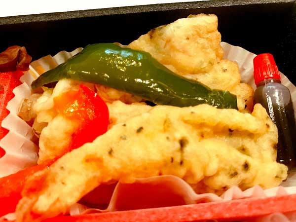 日本のおもてなし弁当の海老しそ衣揚げ