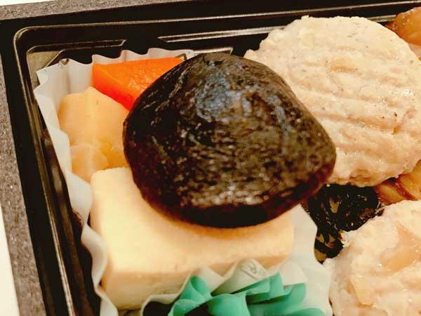 口いっぱいに出汁が広がる高野豆腐や椎茸の煮物