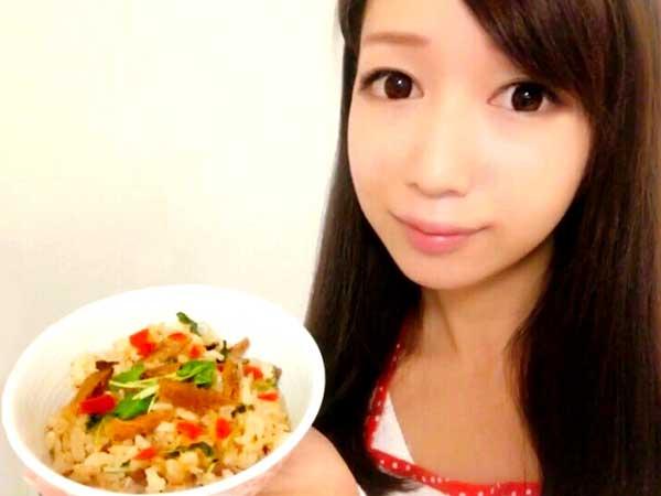 秋刀魚とカリカリ梅の本格炊き込みごはんの作り方を紹介する料理研究家の伊賀るり子