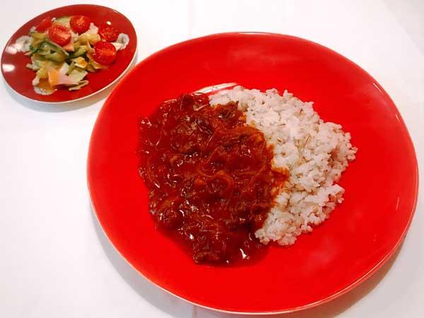 食欲をそそりテーブルが明るくなる赤色の食器コーディネート