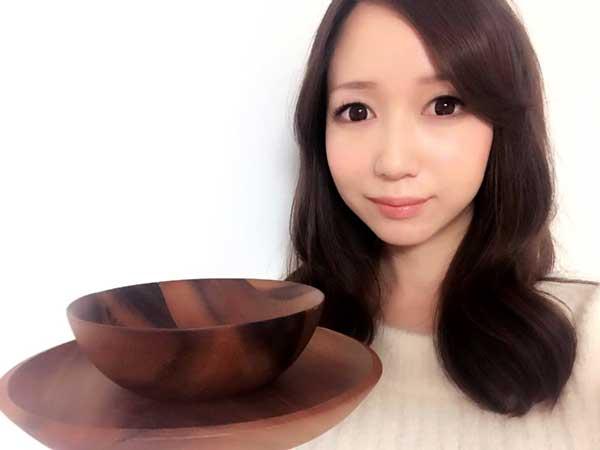 食器コーディネートの提案する料理研究家の伊賀るり子