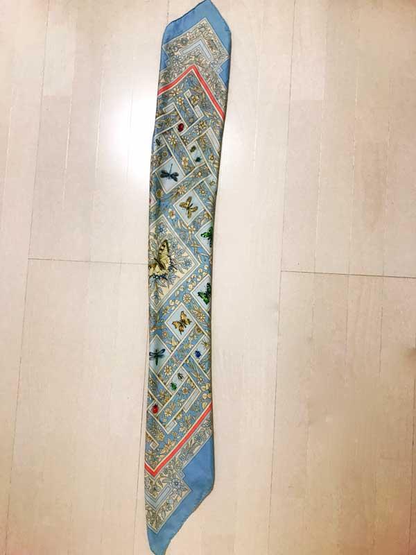 ベルトに活用するためにバイアス折りにしたスカーフ