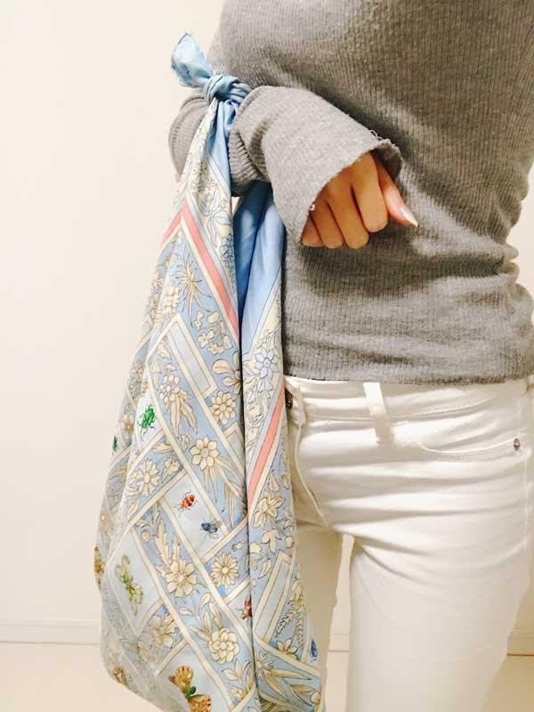 手提げバッグにアレンジしたスカーフ