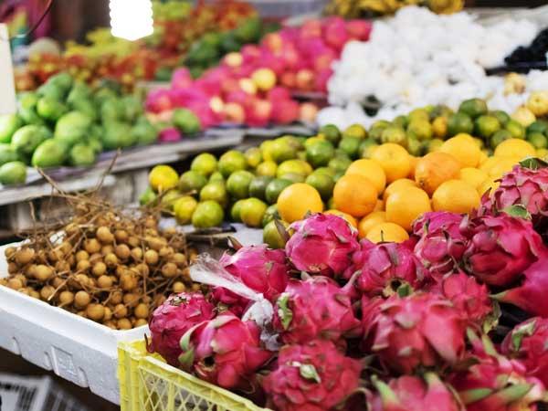 バリ島のマーケットで売っているトロピカル・フルーツ
