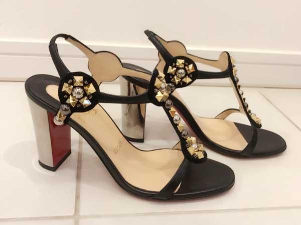 女性用の靴