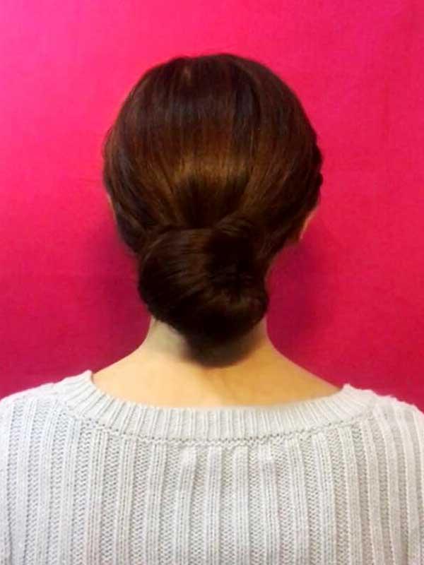 三つ編みお団子アップヘア完成形の後ろ姿