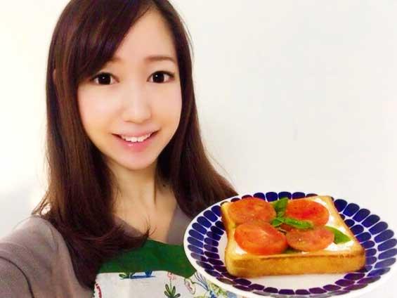 イタリアントーストのレシピを紹介する野菜料理研究家の伊賀るり子