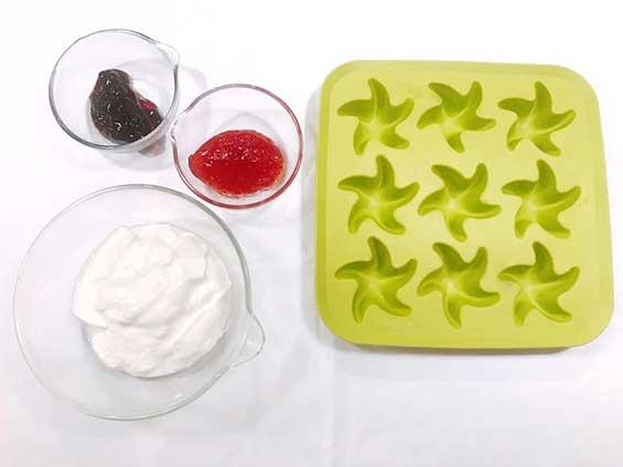 シリコン製氷皿とヨーグルトとジャム