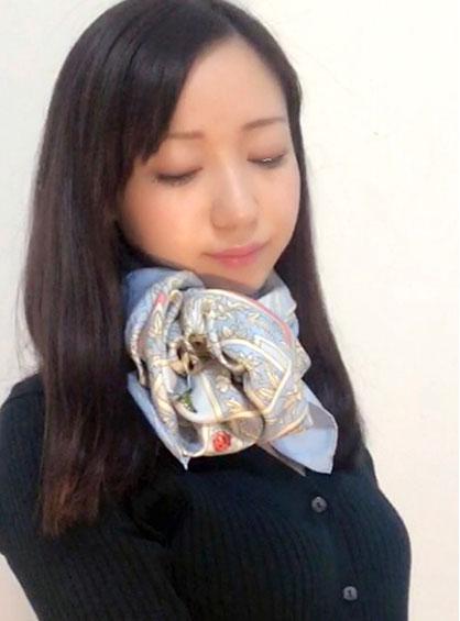 スカーフ薔薇巻き完成形の斜めショット