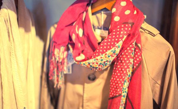 おしゃれなスカーフの巻き方!一枚でコーデの幅が何倍も広がる