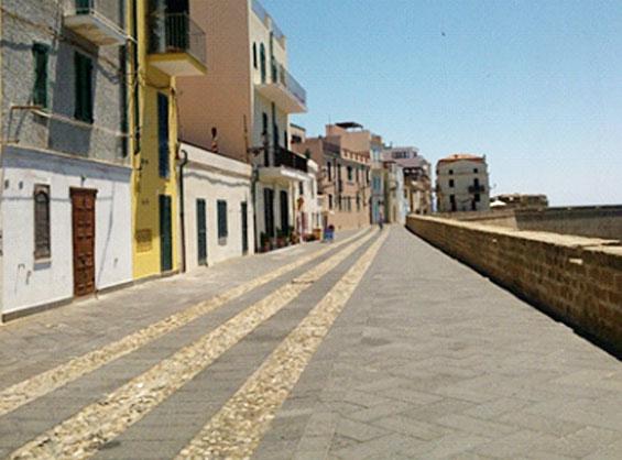 アルゲーロの海岸沿いの風景