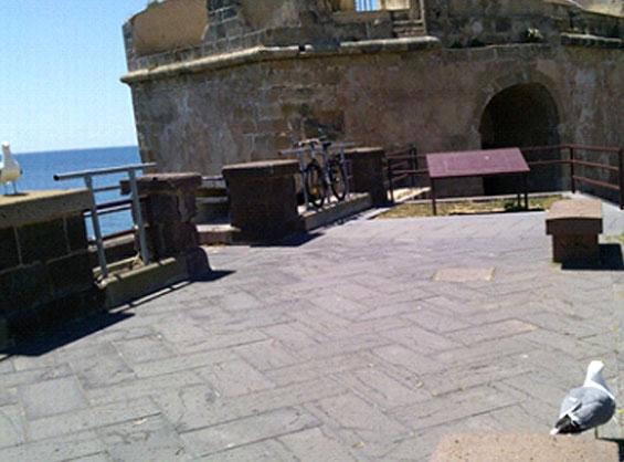 アルゲーロの海沿いに建つサン・ジャコモ塔