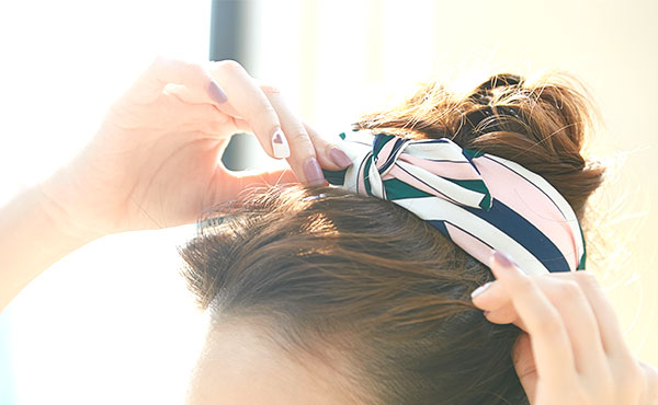 スカーフをターバン風に巻く方法!髪の長さを選ばない簡単アレンジ
