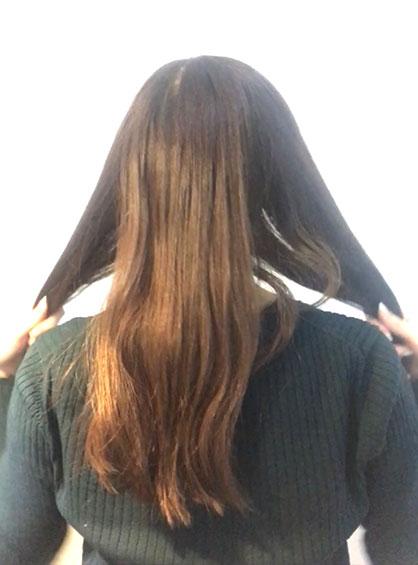 スカーフくるりんぱシニヨンアレンジの手順1髪の毛を左と右と真ん中の3つに分けてサイドをブロッキングする