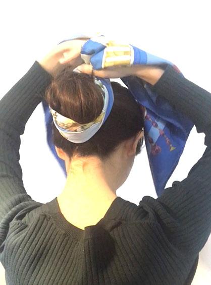 ガーリーおだんごヘア手順6お団子にスカーフを巻きつける