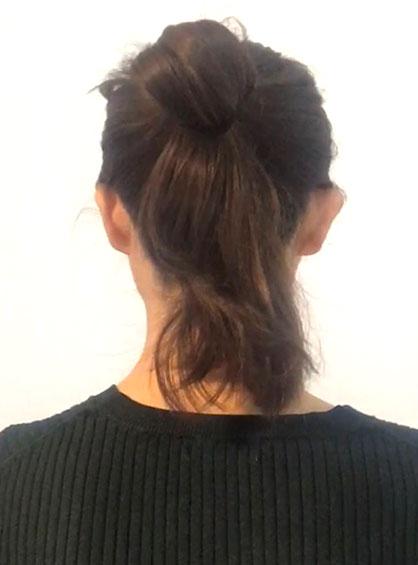結ぶ位置がポイントの簡単おだんごヘア手順1なりたいイメージに合う位置で輪を作って髪を一本に束ねる輪にスカーフを通す