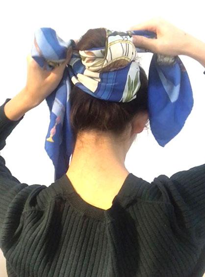 簡単おだんごヘア手順3お団子にスカーフを巻きつける